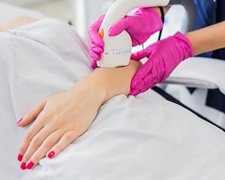 Jean-Baptiste-Klinika-Spa-Kielce-zabieg-dla-kobiet-Trwałe-usuwanie-owłosienia-ciała-fotoepilacja-Kielce